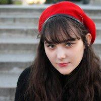 В красной шапочке. :: Александр Бабаев