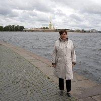 На фоне Петропавловки :: Александр Генрихович Завьялов