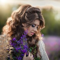 Катя. Сиреневые цветы :: Елена Оберник