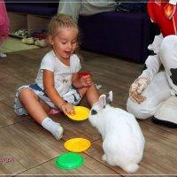 Лера и кролик. :: Anatol Livtsov