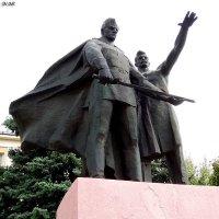 Памятник ковавшим Победу в Луганске :: Наталья (ShadeNataly) Мельник