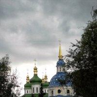 Осень. Вход в Выдубицкий монастырь г. Киев :: Владимир Бровко