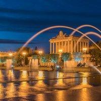 Вечером у фонтана :: Александр Орлов