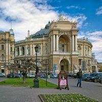 В апреле у Оперного... :: Вахтанг Хантадзе