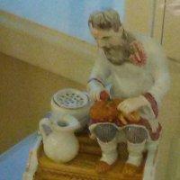 """Фарфоровая статуэтка """"Работник плетущий лапоть"""", фарфор, 19 век, проиведено в России. :: Светлана Калмыкова"""