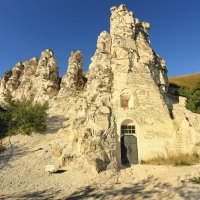 Монастырь в скале в Дивногорье :: ninell nikitina