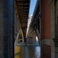 Под мостом. :: Владимир. Ермаков