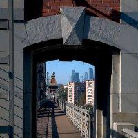 На мосту. :: Владимир. Ермаков