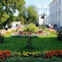 Территория Свято-Успенкой Святогорской  Лавры :: Татьяна Пальчикова