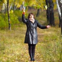 Падают, падают, падают, падают листья... :: Сергей Адигамов