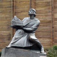 Памятник  киевскому  князю Ярославу Мудрому у Золотых ворот :: Владимир Бровко