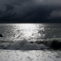 Черное  море. Абхазия. Штормит... :: Валерия  Полещикова
