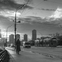 Вечерний город. По дороге домой :: Игорь Иванов
