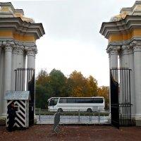 Вход в Верхний парк. :: Марина Харченкова