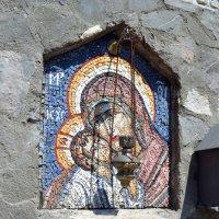 Колонка в монастыре :: Ольга