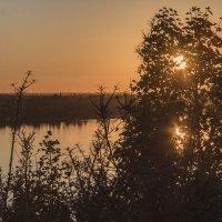 Закат на озере :: Денис Косенюк
