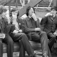 А у нас во дворе.... 1974 (май) :: Игорь Смолин