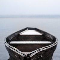 Одинокая лодка на озере Зюраткуль :: Вячеслав Ложкин