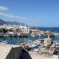 Вид на Киренийскую яхтенную марину с крепостной стены :: Елена Даньшина