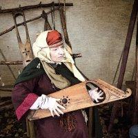 женщина, играющая на гуслях :: Елена Аксамит
