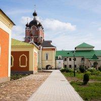 Тихий монастырский дворик :: Роман никандров