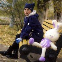 Девочка и заяц :: Марина Кириллова