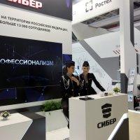Девушки  украшение  любой экспозиции! :: Виталий Селиванов