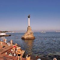 Утро на набережной...Севастополь,Крым. :: владимир