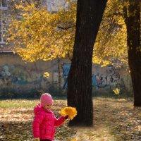 Девочка - осень... :: Михаил Болдырев