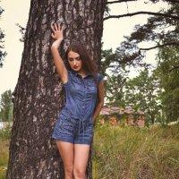 Девушка и дерево :: Юлия Шевцова