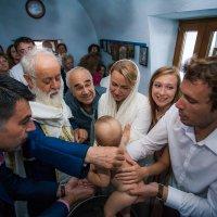 Крещение ребенка .Греция,о.Милос. :: Евгений Наглянцев