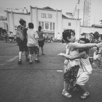 Радостная детвора...улочками Хошимина,Вьетнам! :: Александр Вивчарик