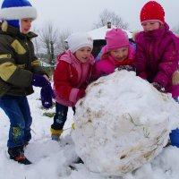 снеговика слепим и на обед.... :: леонид логинов