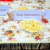 80% сыра являются фальсификатом. Остальным 20% даже не смогли подобрать названия.:) :: Андрей Заломленков