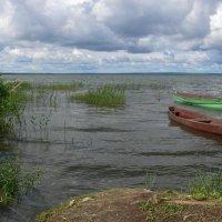 Лодочка на озере. :: Татьяна Черняева