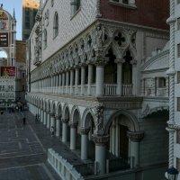 От моста Риальто проходим внутрь отеля Венеция (Лас Вегас) :: Юрий Поляков