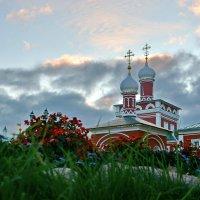 Вечер в Николо-Пешношском монастыре :: Леонид Иванчук