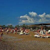 На нашем пляже... :: Sergey Gordoff