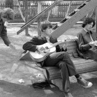 А у нас во дворе......  1974 (май) :: Игорь Смолин