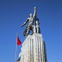 Да, здравствует 100-летие попытки воплощения идеалов человечества!!! :: Сергей Ключарёв