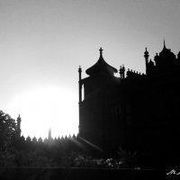Восход солнца на Воронцовским дворцом :: Мария Кондрашова
