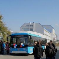 Новый троллейбус, новая школа! :: Александр Рыжов