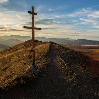 Поклонный крест на горе Волошина :: Анатолий Мигов