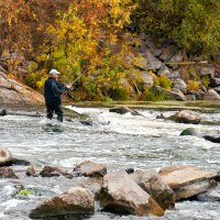 Осенняя рыбалка на плотине... :: Наталья Костенко