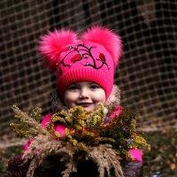 Малышка дарит Вам букет :: Виктория Левина