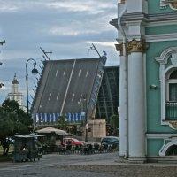 Дворцовый мост вертикально :: Елена