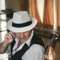 мужчина в белой шляпе :: Настя Кругосветова