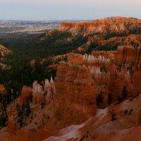 Особенно красив Брайс-Каньон на рассвете и закате (США) :: Юрий Поляков