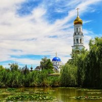 Пруд у храма :: Алексей Поляков