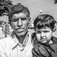 Отец и сын... возрастной контраст... :: Cергей Павлович
